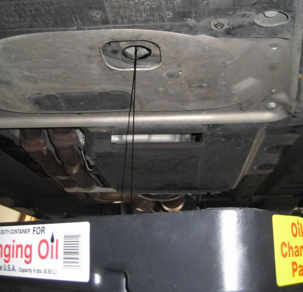 Oil flowing from the BMW X3 E83
